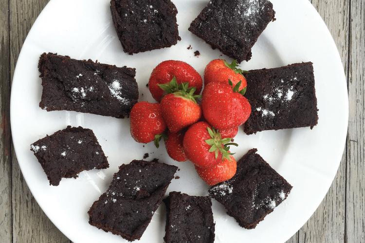 sjokoladekake med kakao og dadler