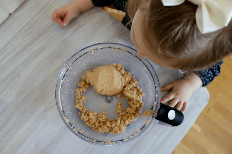 Hjemmelaget cashewnøttsmør som pålegg, i smoothie eller bakst