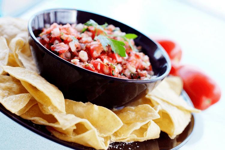 Hjemmelaget salsa som tilbehør til taco eller som dipp