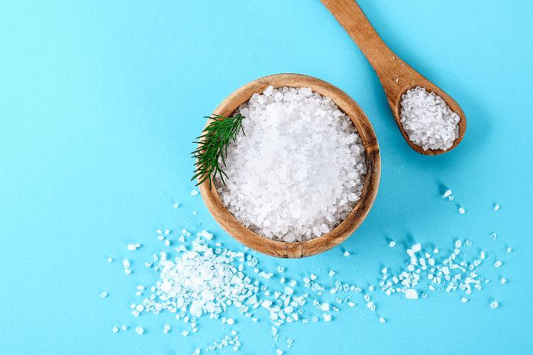 De fleste har hørt at høyt saltinntak ikke er positivt for helsen, og er bekymret når barnet har spist noe salt. Først kan vi berolige med at det ikke er slik at barn overhodet ikke skal ha salt